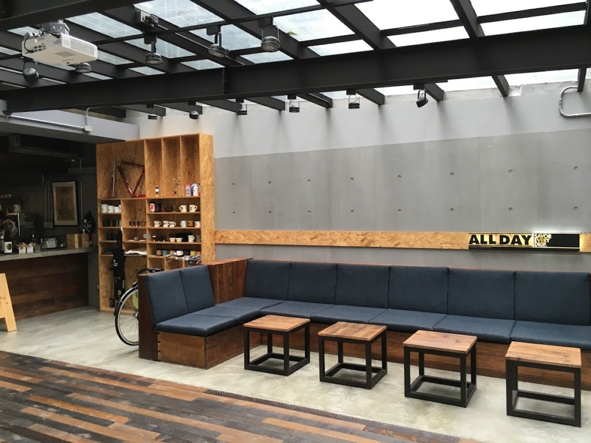 一進入 All Day Roasting Company 右側座位