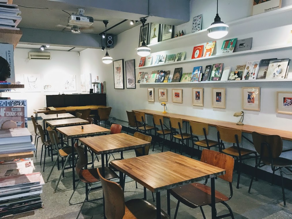 the main seat area in elsewhere cafe