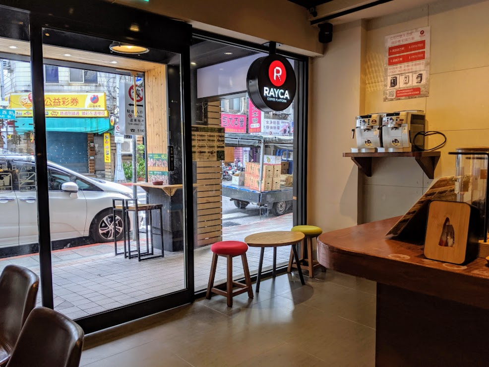 RAYCA Coffee 外面街景
